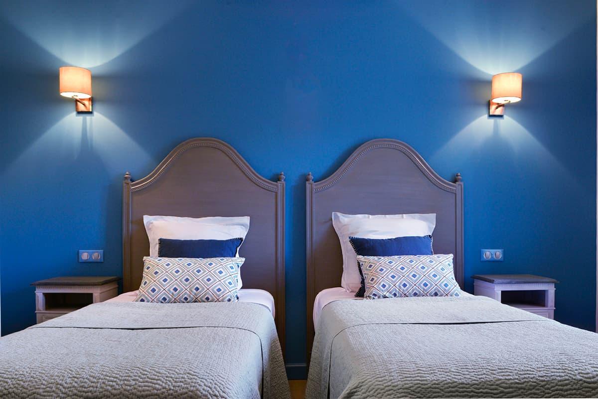 Gîtes de Fontfroide : galerie-photo-chambre-bleue-nuit