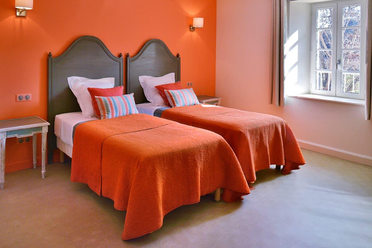 Gîtes de Fontfroide : galerie-photo-chambre-orange