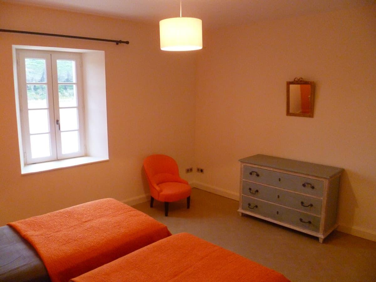 Gîtes de Fontfroide : galerie-photo-chambre-orange-4