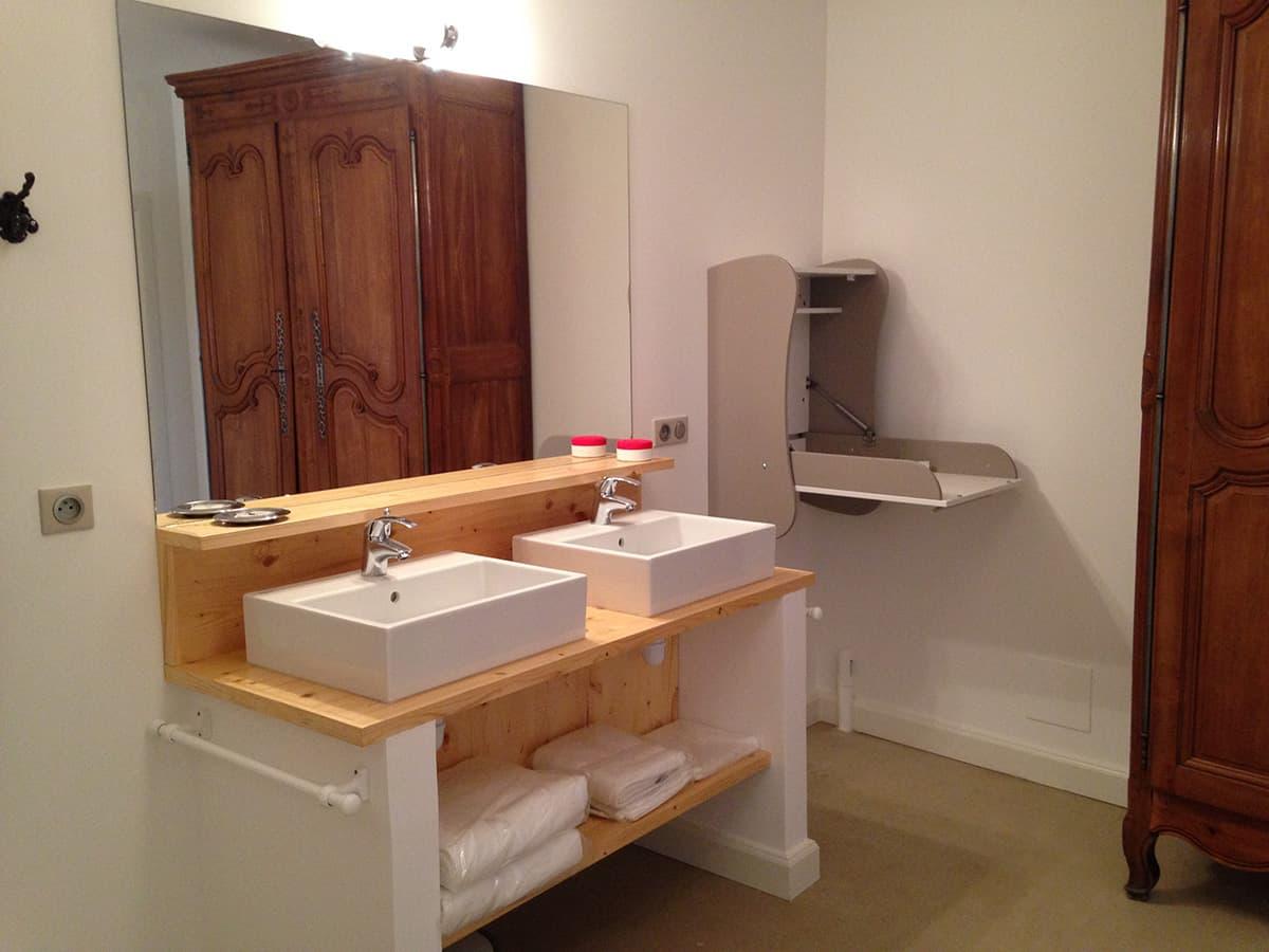 Gîtes de Fontfroide : galerie photo chambre taupe salle de bains