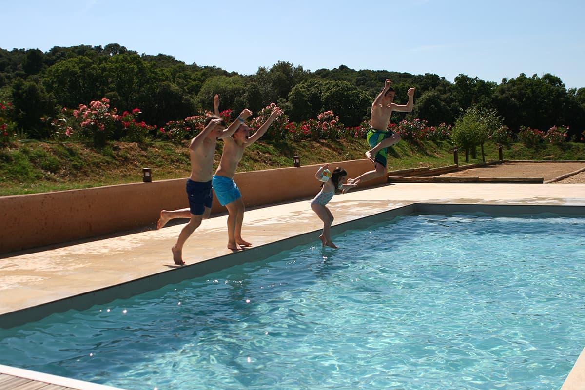 Gîtes de Fontfroide : galerie-photo-piscine-2