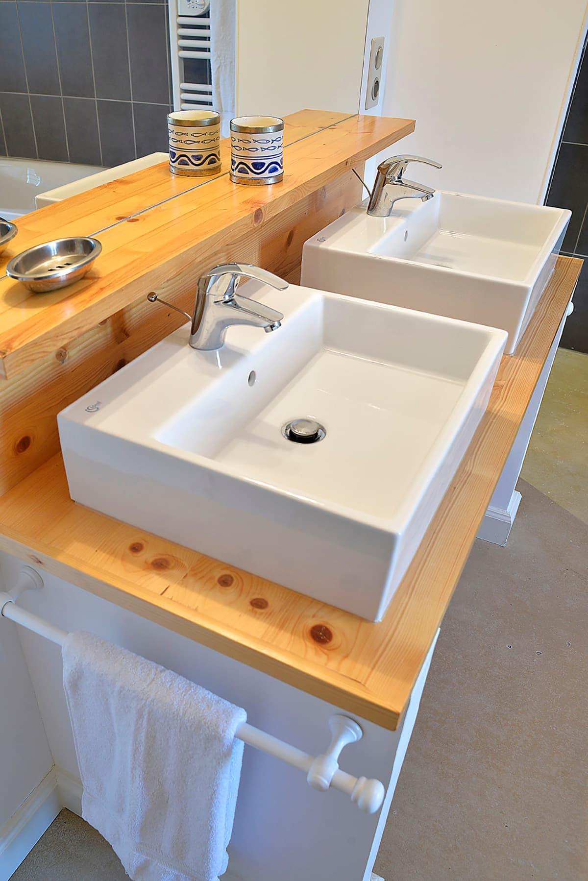 Gîtes de Fontfroide : galerie-photo-salle-de-bains-commune