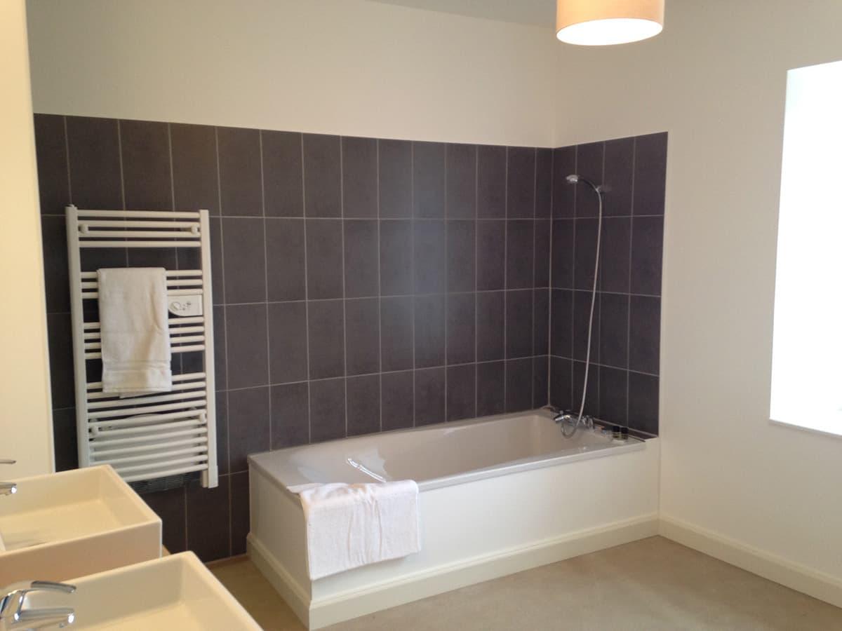 Gîtes de Fontfroide : galerie photo salle de bains commune
